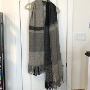 Accessories - Large wool scarf
